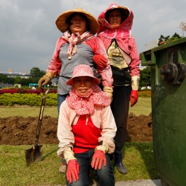 Taiwan - Taipei - Gardening the tchang Kai chek Memorial