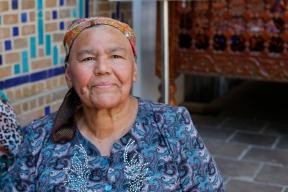 Uzbekistan - Grandma chatting with her peer