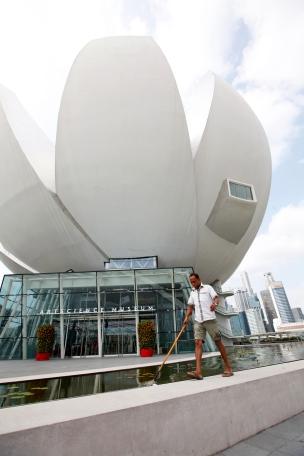 Singapore - Sweeping around the Science Museum